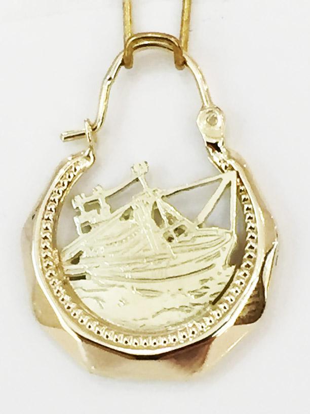 8ca05dfa9b8 Visserijsieraden oorbel met viskotter 2048deze gouden oorbel is gemaakt van  14 karaat goud en is versierd